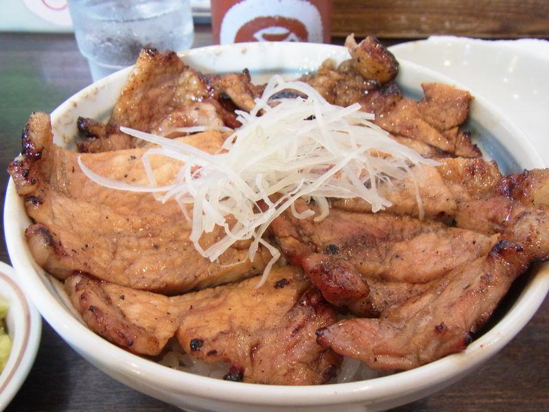 肉を炭火で焼く!本格的でも市民派な豚丼【十勝豚丼いっぴん】食べてきた