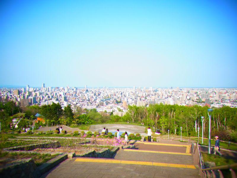 札幌ピクニックスポット!展望最高&広い&自然がいっぱい!【旭山記念公園】