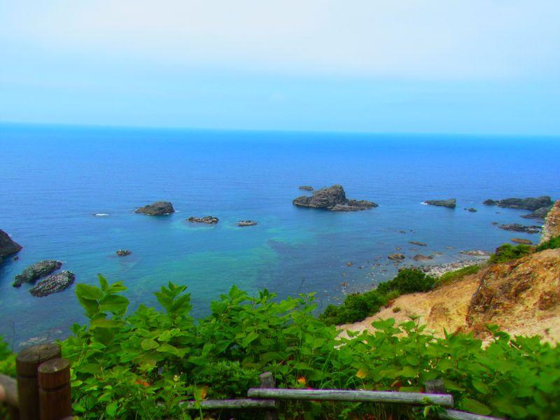 沖縄みたい!?こんなに青い海が北海道にも!積丹ブルーの海が見れる【島武威海岸】