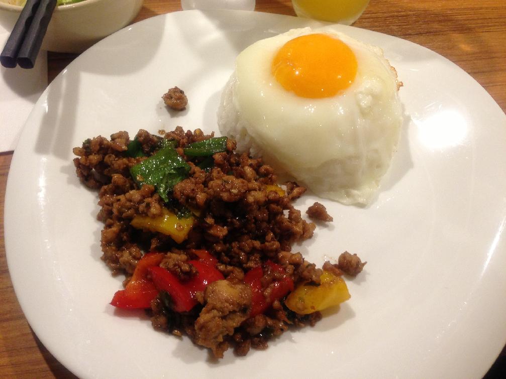 タイ料理専門店『タイズ』でランチ食べてきた!@グリーンカレー&ガパオ&パッタイ