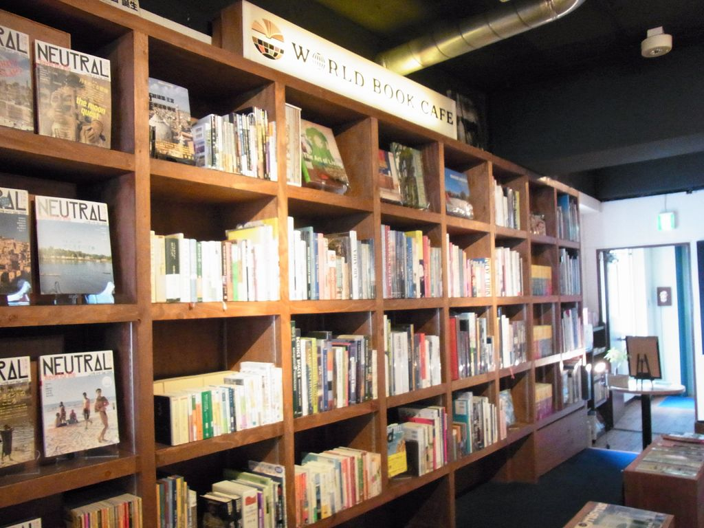 札幌・大通 世界中の本が楽しめるワールドブックカフェは隠れ家的で癒やしのカフェ