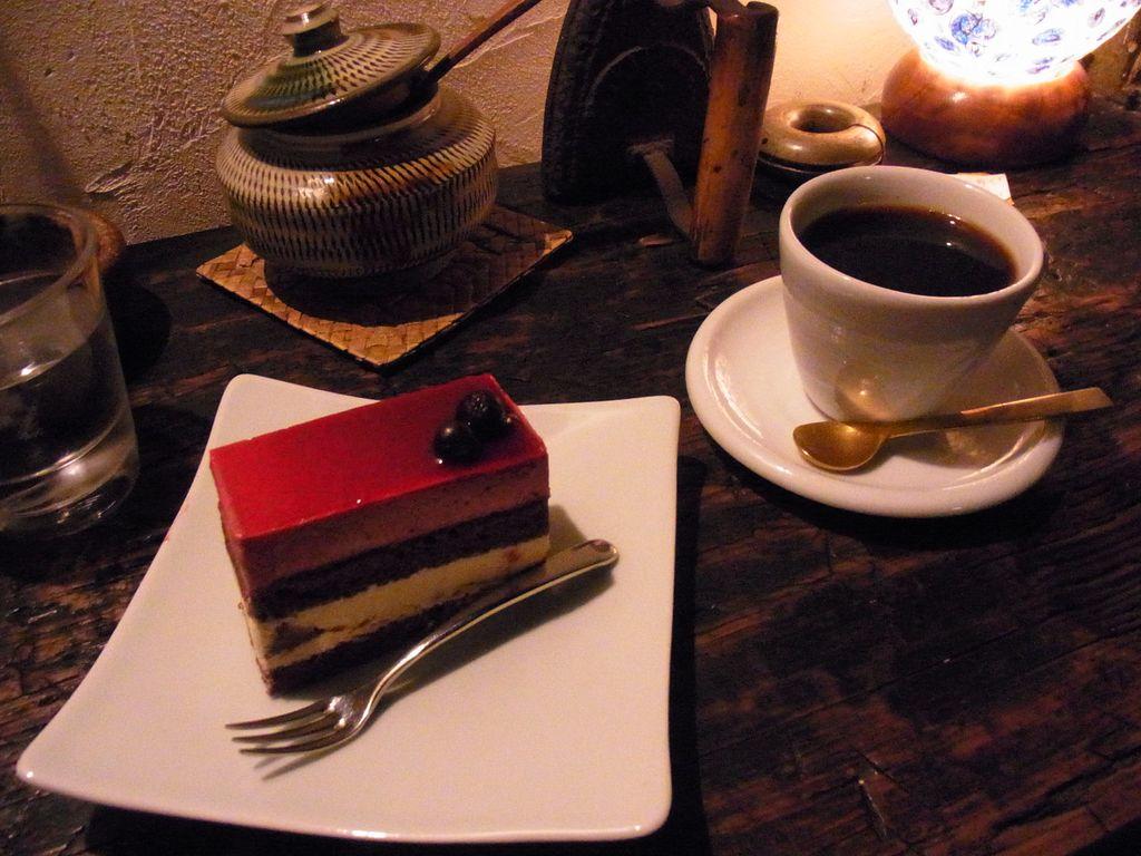 札幌『森彦』で秋のブレンドコーヒーを頂いて薪ストーブの香りを楽しんできたので紹介!