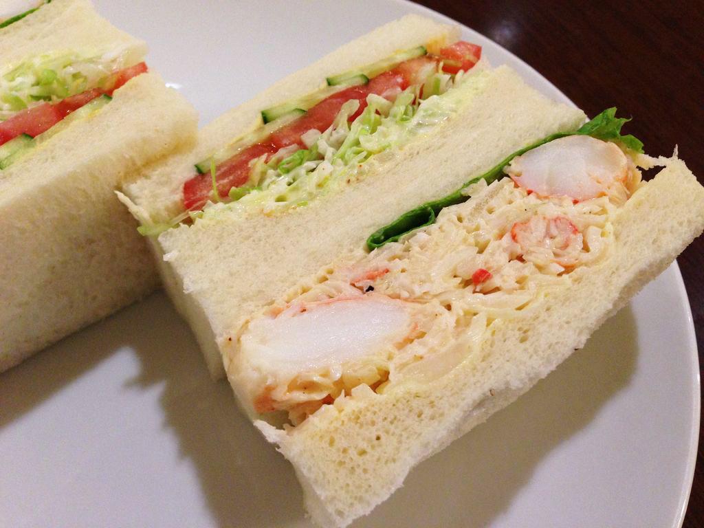 札幌大通、サンドイッチが美味しい老舗『さえら』でタラバサンドを食べた結果人気の理由に納得!!