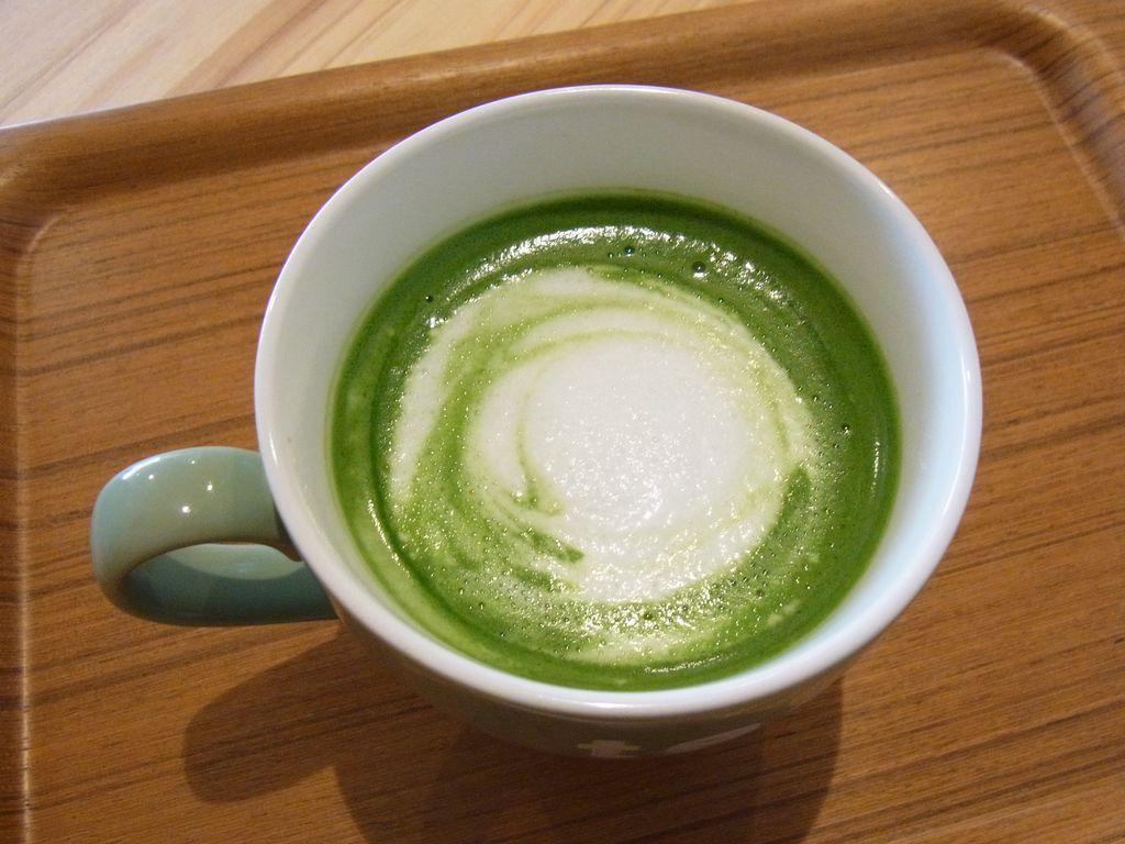 倶知安駅前通りにある日本茶カフェ『AZUMAYA』の抹茶ラテが美しい!美味しい!