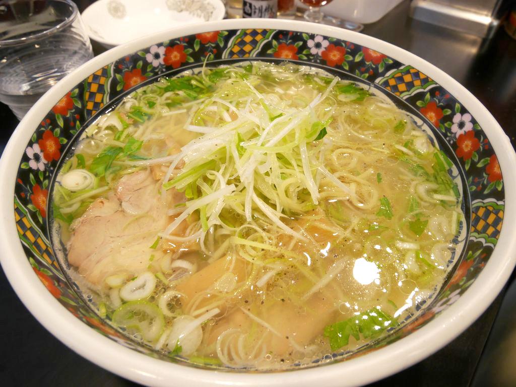 函館観光にきて食事で迷ったら『あじさい』本店で安定の塩ラーメンを食べる