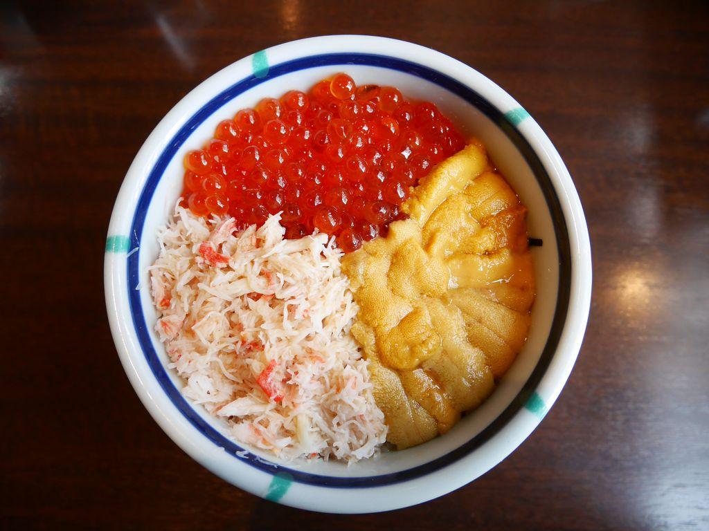 函館ベイエリア・朝市銘店プロデュース『きくよ食堂』で安定の海鮮丼を食べよう