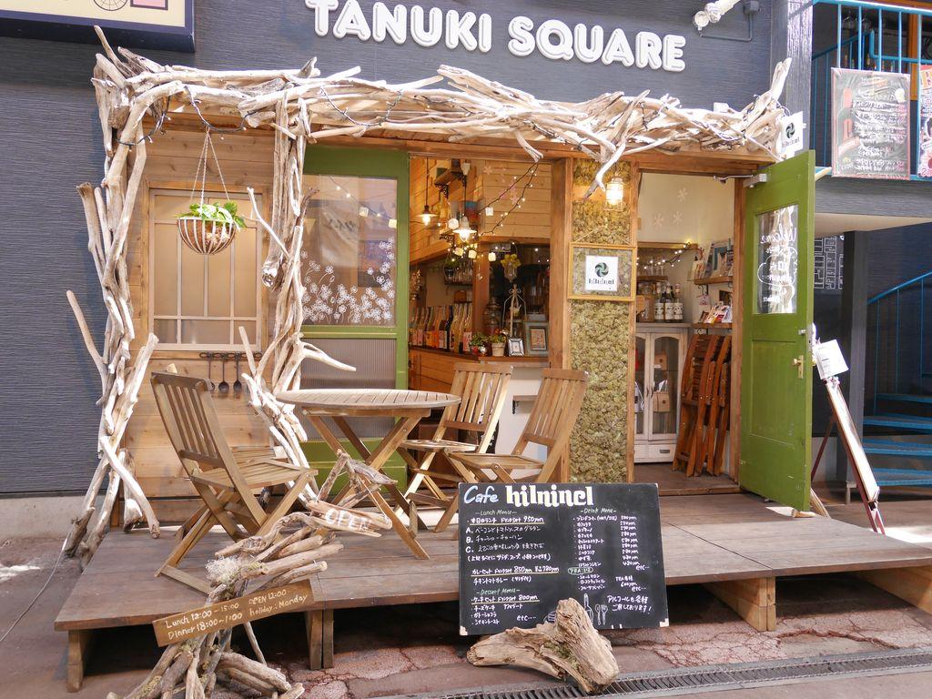 札幌・狸小路7丁目にあるカフェ『ヒルニネル』はフェスっぽい雰囲気でのんびりほんわかできる!